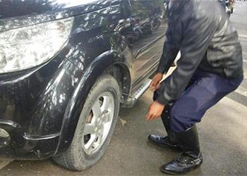 Ban Mobil Bocor Pada Bagian Pentil